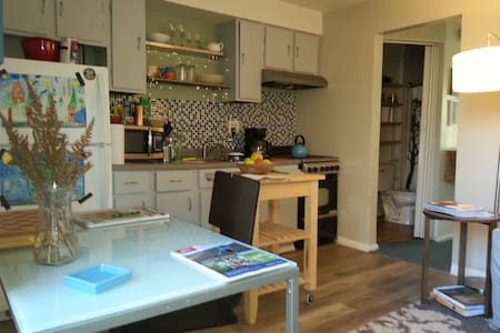 Budget  Jr 1 Bedroom Apt Minutes to Burlington