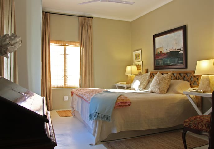 Three Beautiful Island Guest Suites (Room No.2)