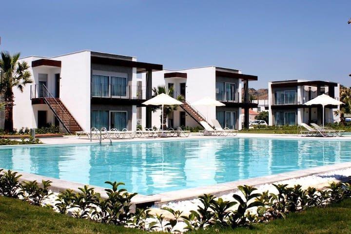 Denize Sıfır Havuzlu Lüks Daire - Bodrum - Apartament