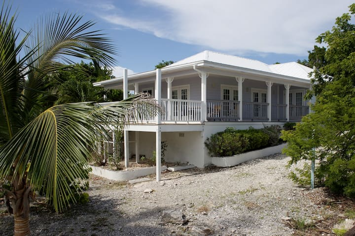 Waterfront Villa with wonderful sea views