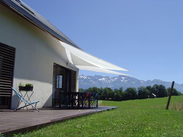 Maison contemporaine très belle vue à la montagne - Saint-Hilaire - House