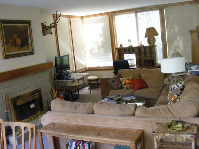 Quiet 2 bedroom condo in The Aspens complex - Wilson - Condominium