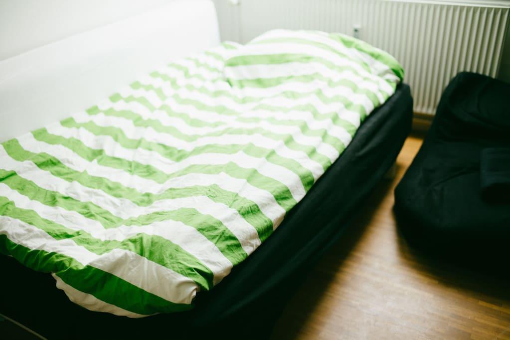 Bedroom - Comfy queen bed