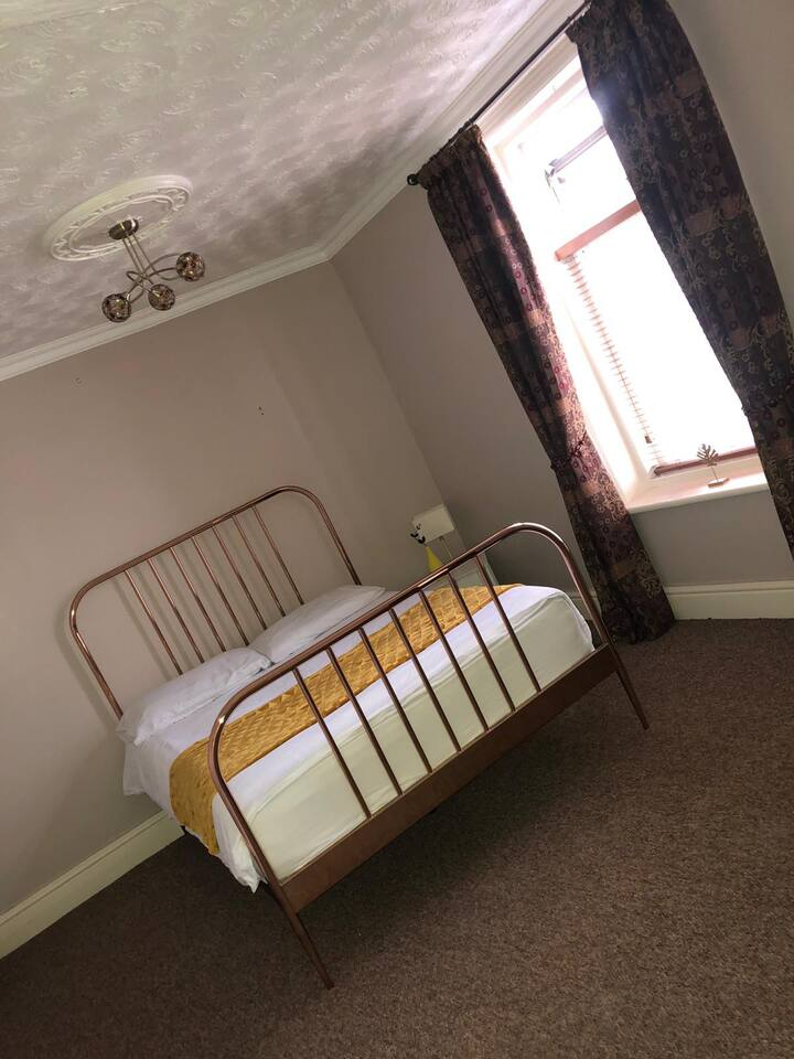 MASSIVE ROOM NEAR EVERYTHING! Town/Pleasure Beach