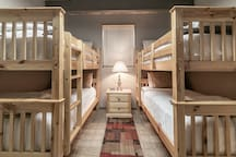 Lower level 2 sets of twin bunkbeds