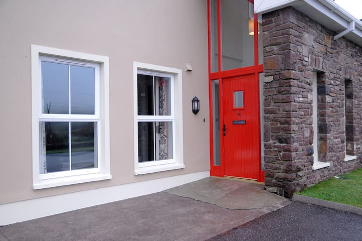 No 4 Cois Chnoic Dingle Town Holiday Home - Dingle - Hus