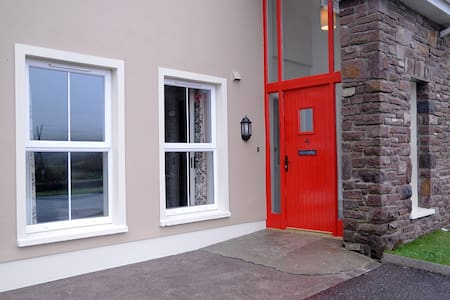 No 4 Cois Chnoic Dingle Town Holiday Home - Dingle - House