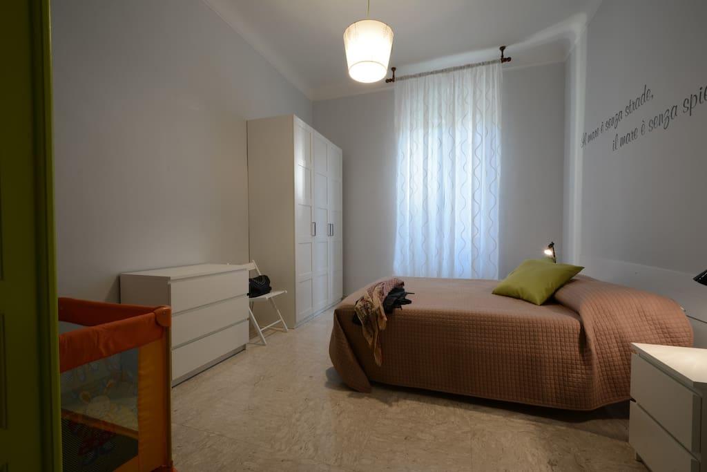 Camera Matrimoniale con lettino
