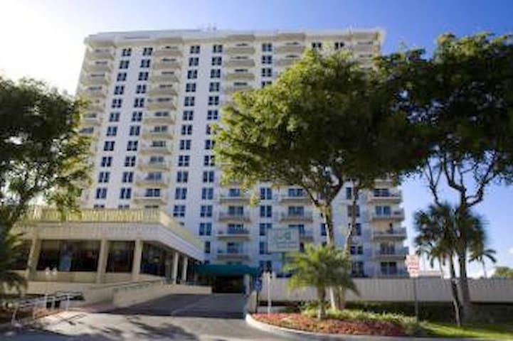 Fort Lauderdale Beach Resort 2BR Sleeps 8