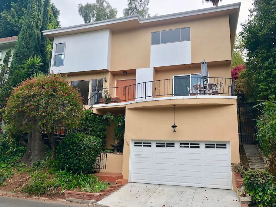 Multilevel home in the hills of Hollywood minutes away from Main attractions in Hollywood