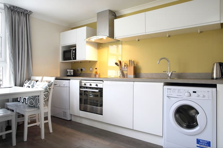 Modern Bright Royal Mile Apartment + Free Parking