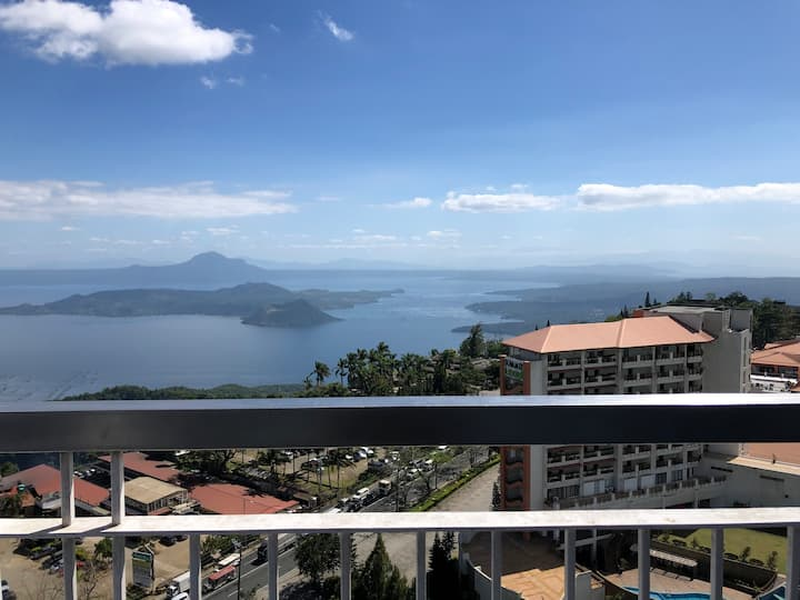 Great View of Taal High Floor Wifi Netflix CableTV