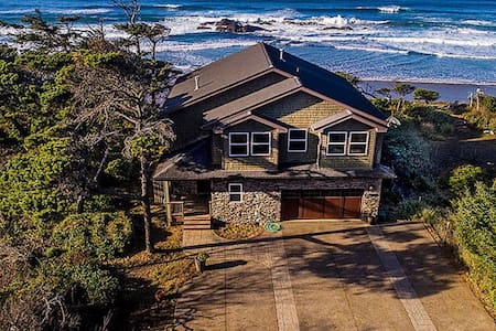 Amazing Oceanfront Retreat. Pet friendly. Wifi