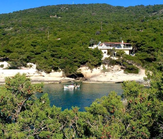 Beachfront Aegina House - Egina - House
