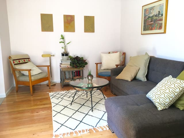 """DECO CASA""  2 Bedroom Greenpoint Brooklyn"