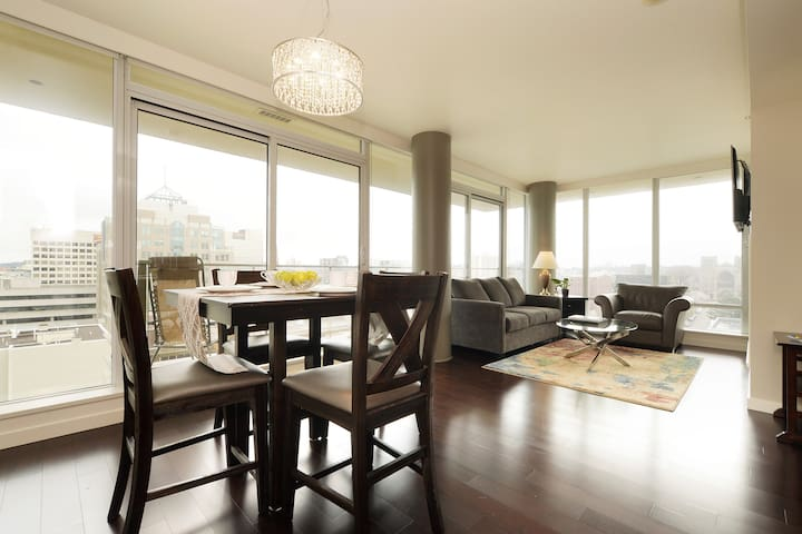 Luxury 2 Bedroom with City & Ocean Views