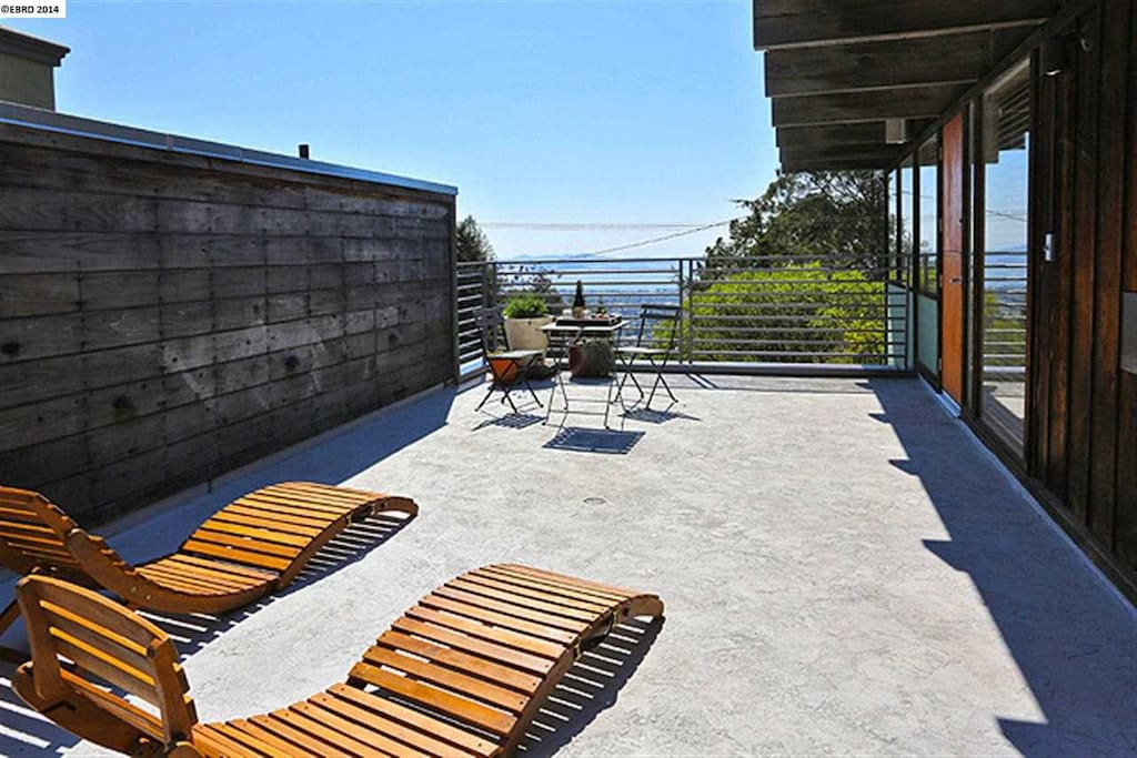 Deck overlooking the Bay/SF