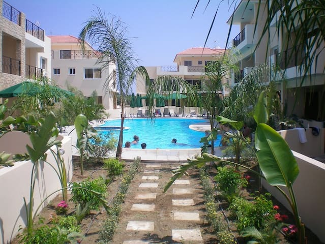 103 - Elegant 2 bed apartment with AC, pool & gym - Kiti - Apartment