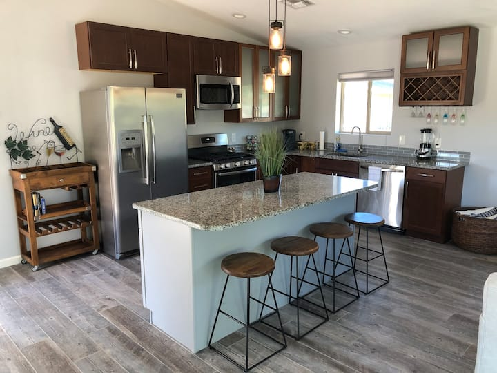 New Scottsdale Golf Course Guest House  w/ Hot Tub