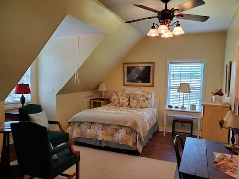 Executive Suite in the Valley