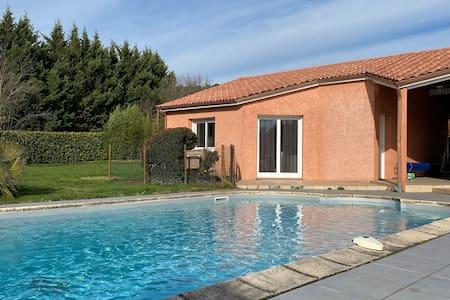 villa au calme avec piscine