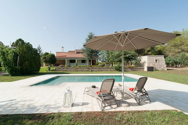 Rustic villa with pool, 5 min from the seaside!