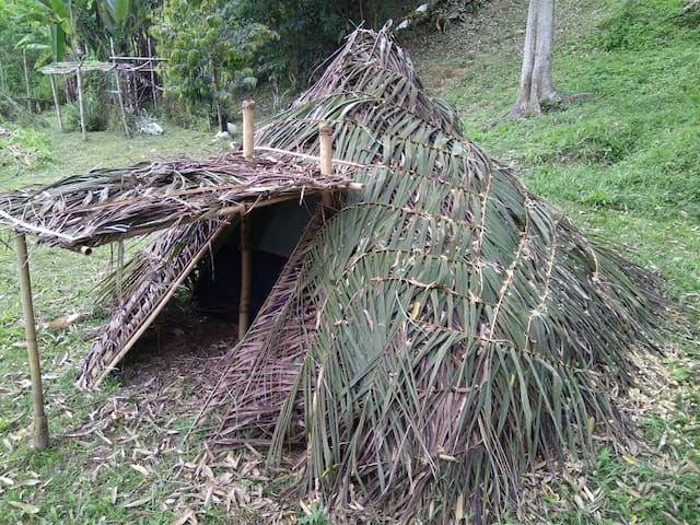 Unique Tent Glamping in a Thatched Hut - Raub