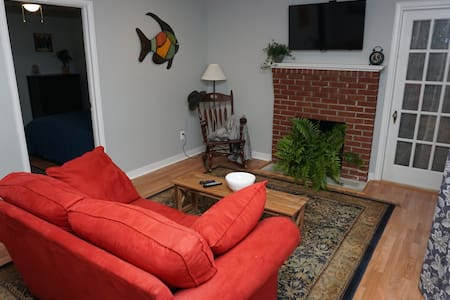 Clean, comfortable, close to Robinson Plant