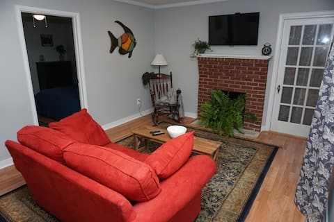 5 min from downtown, cozy home loaded w/amenities
