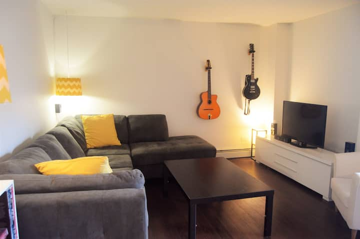 Great Apartment Right on 17th Ave! Sleeps up to 6!