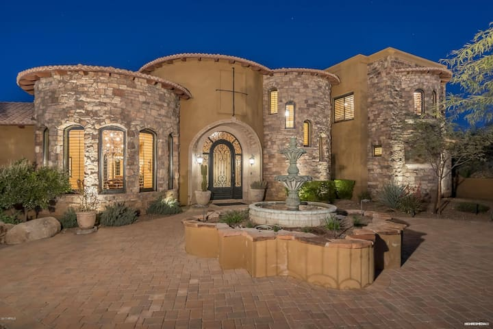 Cave Creek Oasis with a View