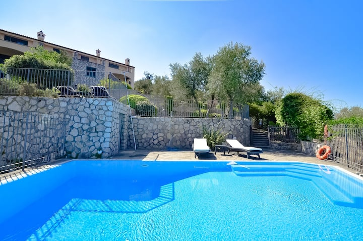 Casa La Giuggiola with Private Pool, Sea View, Garden and Parking