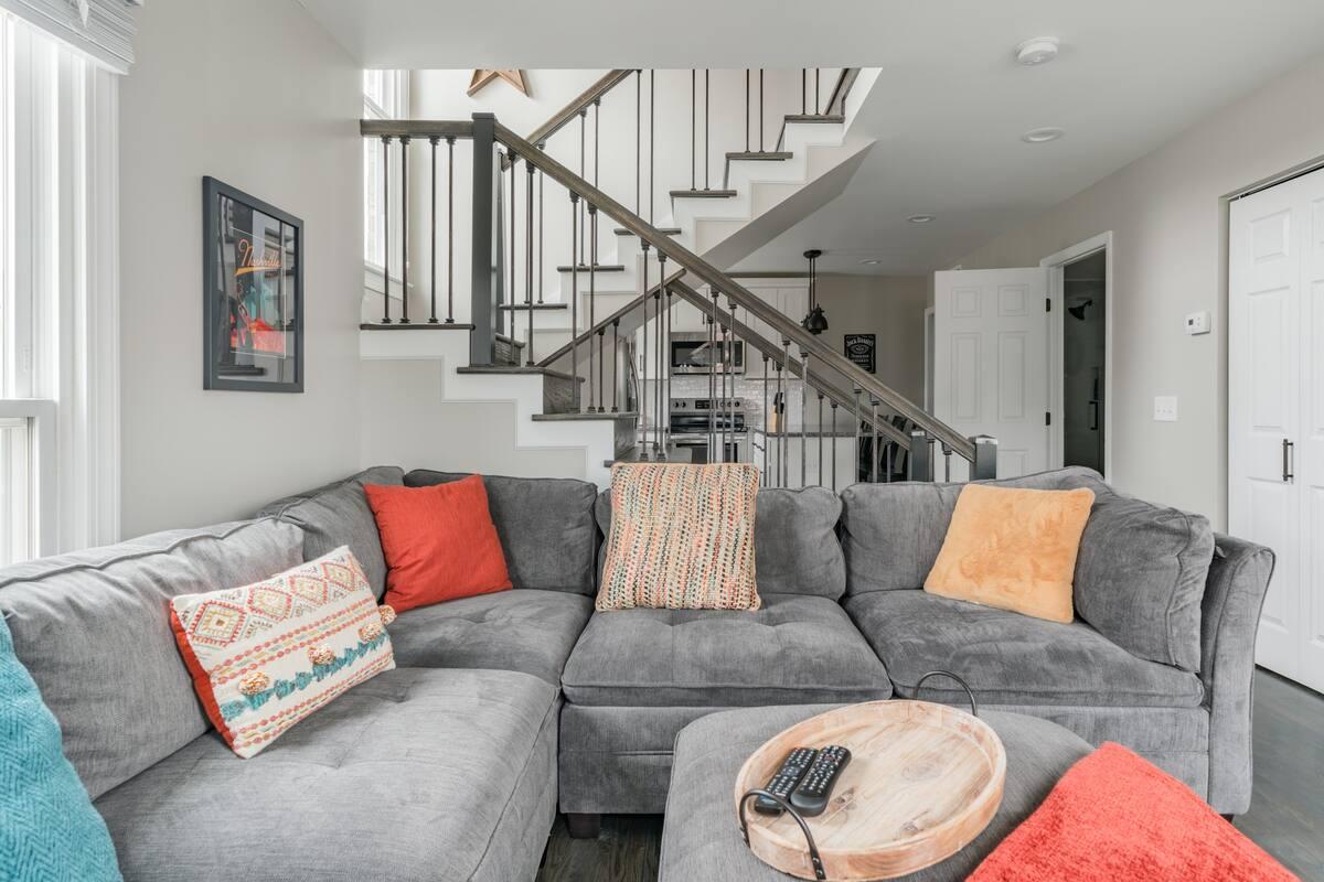 Pristine, Modern 2-Story Home Steps from Amazing Restaurants