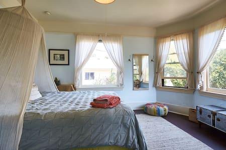 Artsy Home Near Beach & Funk Zone - Santa Barbara - House