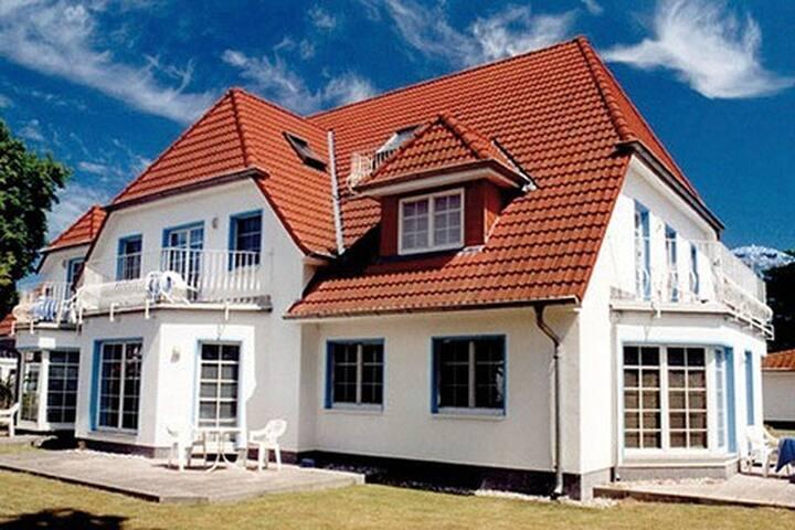 an der galerie a 10 apartments for rent in zingst mecklenburg vorpommern germany. Black Bedroom Furniture Sets. Home Design Ideas