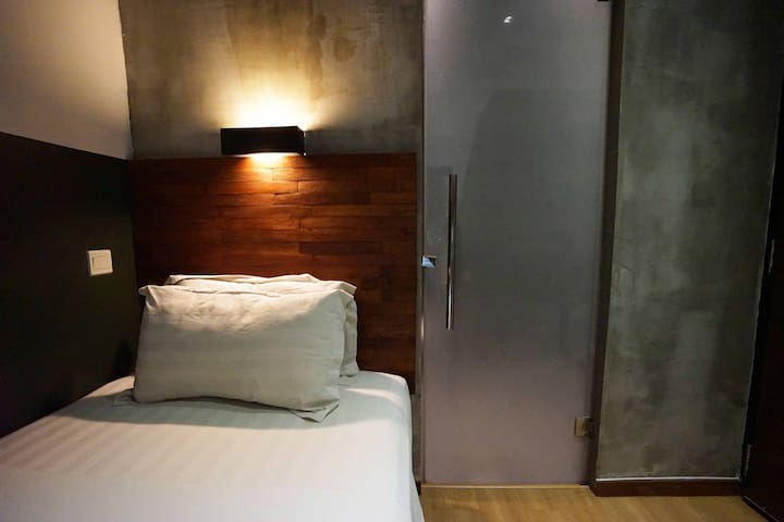 En-suite Hotel Room for Long Term Let (no window)