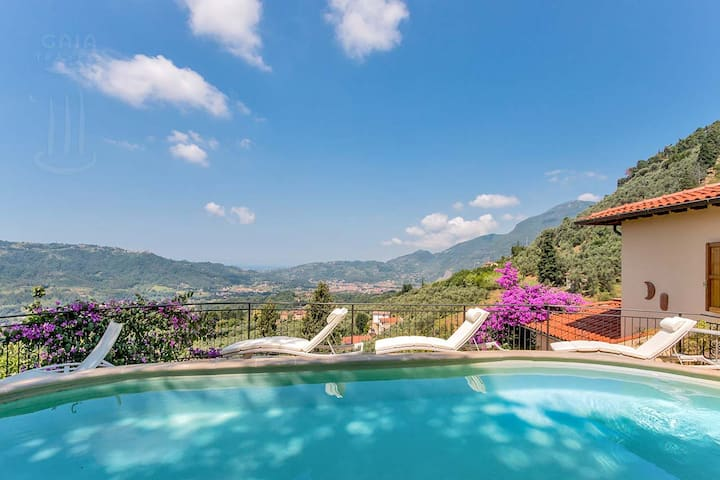 Villa Charme With swimming Pool  sea view