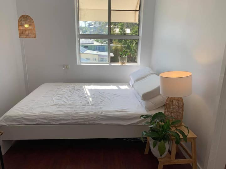 West Ends best  1 bed Air Bnb, Clean & breezy!