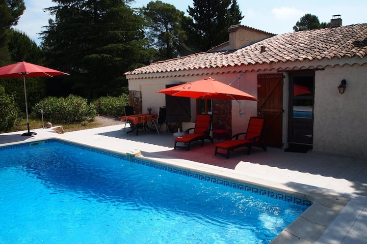 Detached house with garden and private pool, at 15 km from the Mediterranean Sea