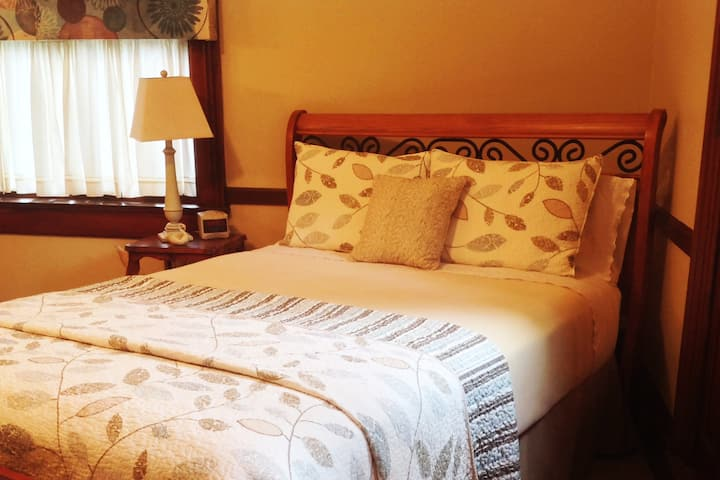 Jasmine Room, White Swan Inn Bed and Breakfast
