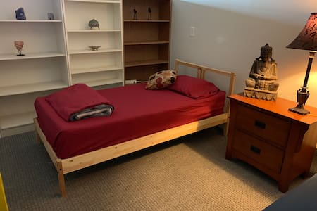 Cozy beautiful one bed in Shared room 24$