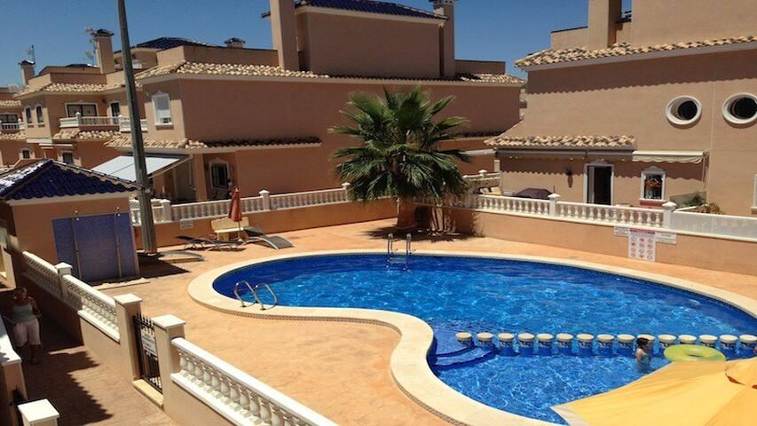 Family Villa with Pool near the Beach - Torre de la Horadada - Hus