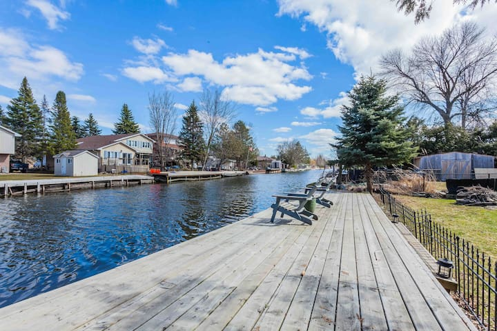 Private Dock That Goes to Lake Simcoe!