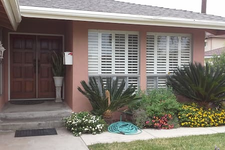 Private Bed & Private Bath in Morningside Park - Inglewood - Haus