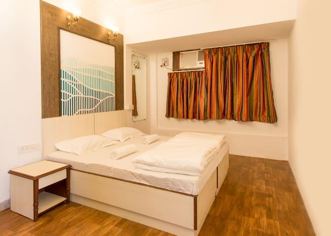 HOSTEL MANTRA (Double Bed Private Room)