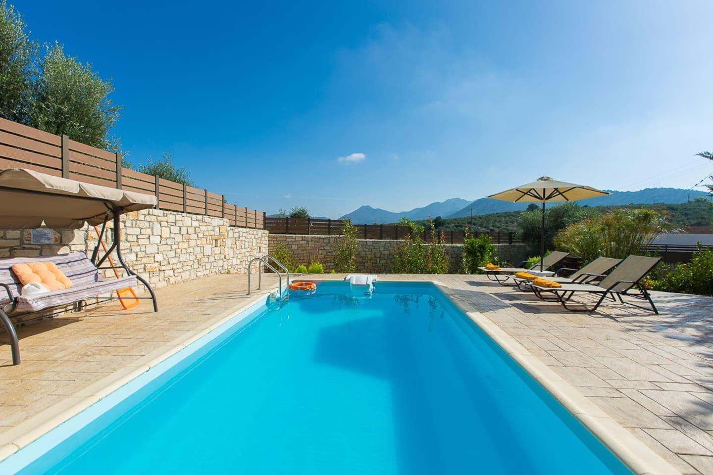 30 m2 private swimming pool!