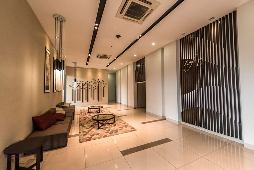 Loft E lobby (Upon arrival view)