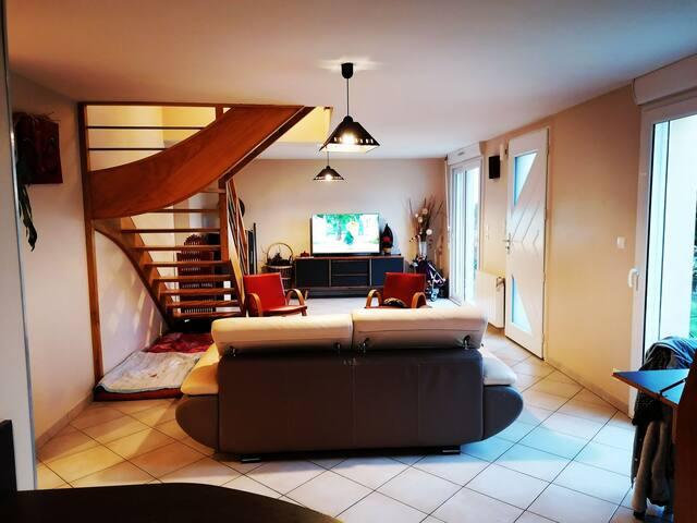 Jolie maison confort avec bel extérieur terrasse