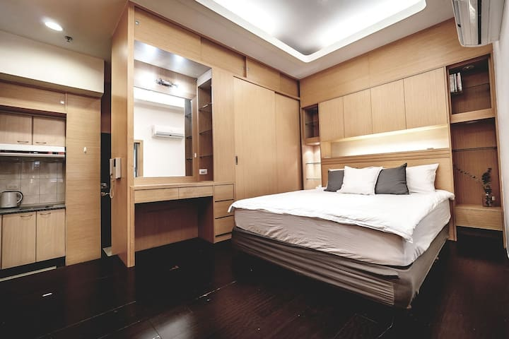 Relaxing MRT Ximen Station 3min 2~3P Room