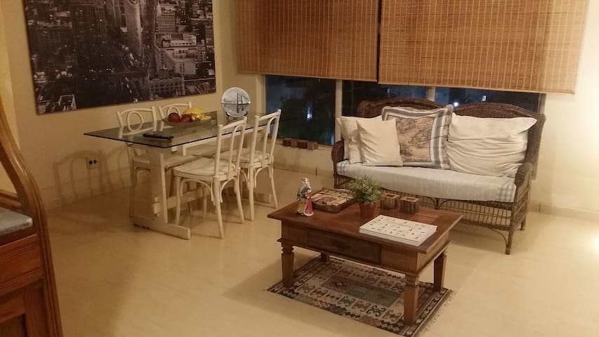 Quarto Inteiro em Apartamento em Águas Claras
